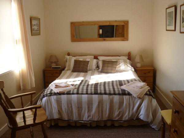 Mains of Murthly Cottages - double bedroom in Donalds Cottage