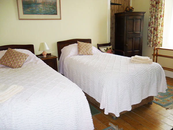 Mains of Murthly Cottages - Twin bedroom in Donalds Cotage